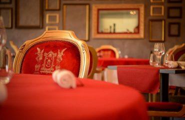 0000a7_france_dordogne_Hotel-dining-arrangm-g.jpg
