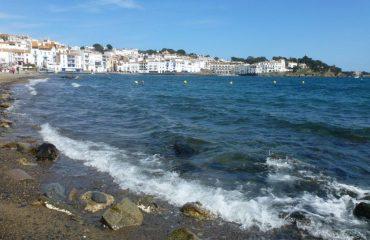 000117_spain_catalunya_Cadaques-beach-view-g.jpg