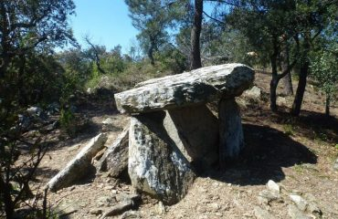 000121_spain_catalunya_Structure-in-Dolmen--g.jpg