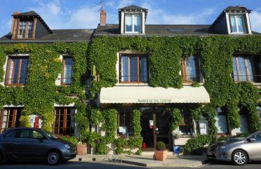 0001cb_france_loire_Hotel-enterance-g.jpg