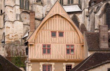 000381_france_burgundy_Church-building-and--g.jpg