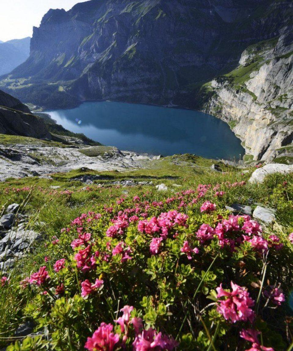 000485_switzerland_bernese-oberland-ski_Lake-view-in-Oeschin-g.jpg