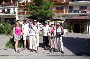 00048d_switzerland_bernese-oberland-ski_Group-photo-at-The-B-g.jpg