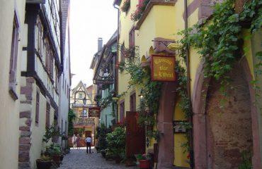 0004c1_france_alsace_outside-the-hotel-in-g.jpg