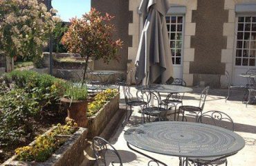 0004c8_france_burgundy_Terrace,-Hotel-de-la-g.jpg