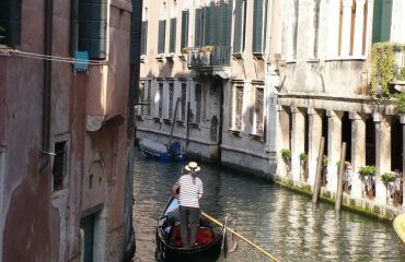 0004f0_italy_venetia_Gondola-in-Venice-g.jpg