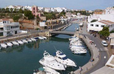 0005c0_spain_menorca_Boats-at-harbour-in--g.jpg
