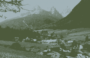 000685_italy_dolomites_Mountain-Village-wit-g.png