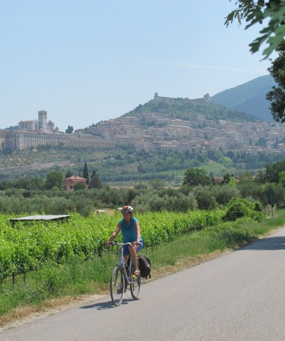 000733_italy_umbria_Leaving-Assisi-on-a--g.jpg