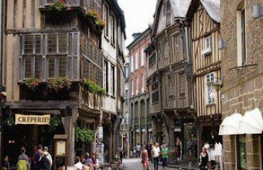 000751_france_brittany_mediaeval-centre-of--g.jpg