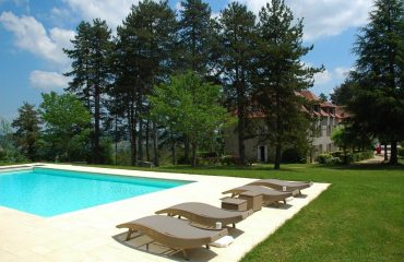 0007a6_france_dordogne_Swimming-pool-at-Hot-g.jpg