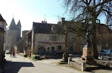 000878_france_burgundy_Centre-of-mediaeval--g.jpg