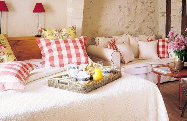 0008a3_france_loire_Double-room-old-buil-g.jpg