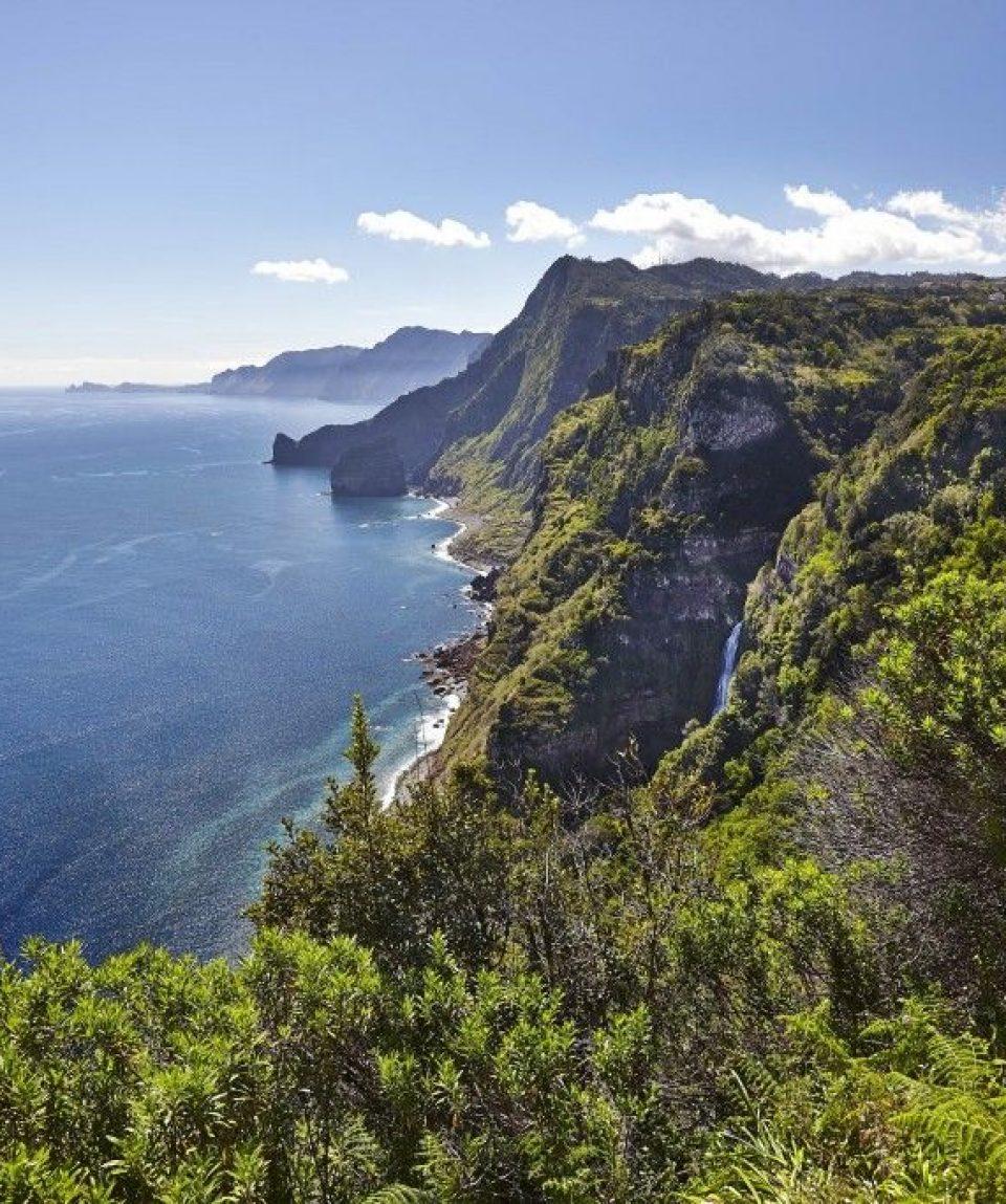 000945_portugal_madeira_Madeira-coastline-g.jpg