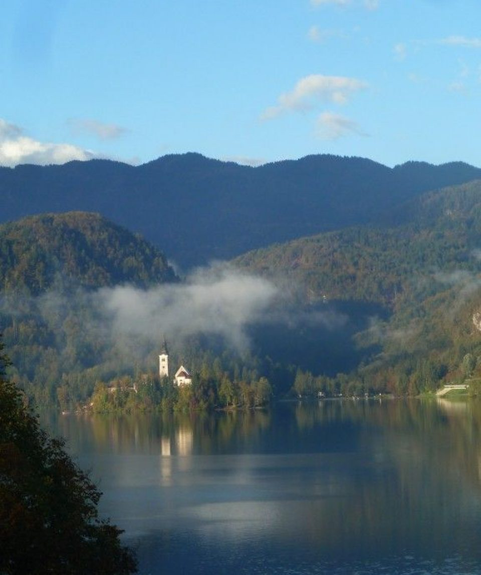 0009b3_slovenia_Island-of-Lake-Bled-g.jpg