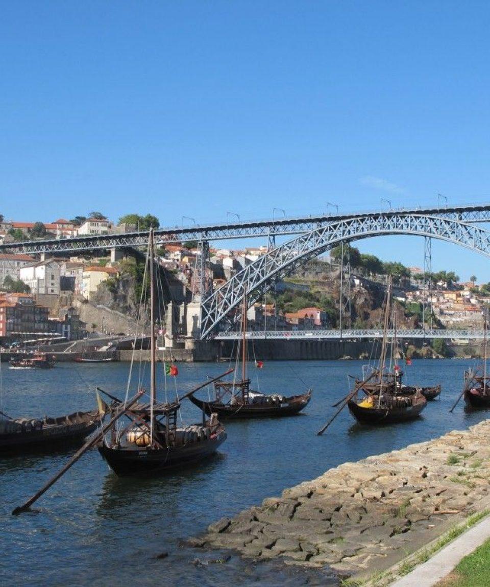 000a67_portugal_beira_Boat-Porto-g.jpg