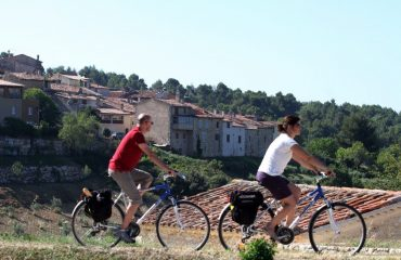 000a89_france_provence_Cycling-past-Baudina-g.jpg