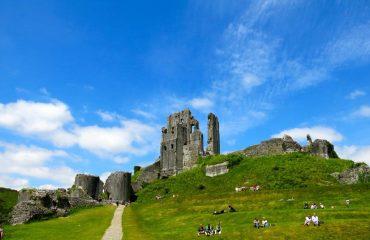 000b1a_britain_dorset_The-ruins-of-Corfe-C-g.jpg
