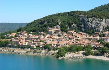 000d55_finland_provence_Bauduen-village-on-t-g.jpg
