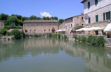 italy/tuscany/0019a9/Bagno-Vignoni-Roman--g.jpg