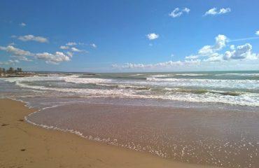 italy/sicily/000fda/Beach-at-Marina-di-M-g.jpg