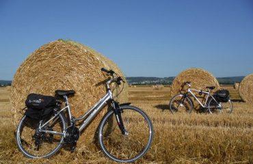 france/burgundy/0011e6/Close-up-of-bikes-le-g.jpg
