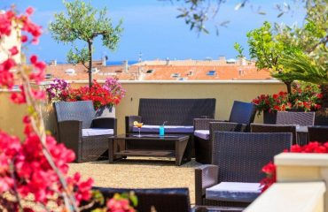 france/french-riviera/001806/Hotel-Mediterranee-R-g.jpg