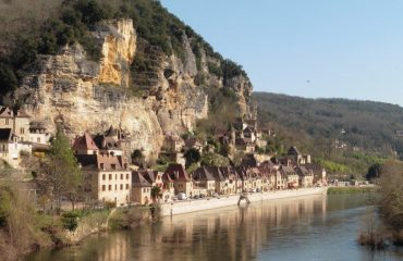 france/dordogne/001693/La-Roque-Gageac-on-t-g.jpg