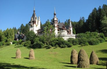 romania/transylvania/001286/Peles-Castle-g.jpg