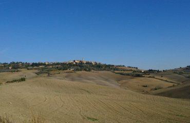 italy/tuscany/0019b0/Pienza-from-the-Val--g.jpg