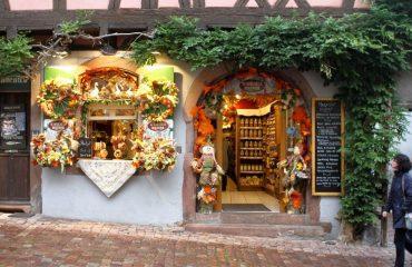 france/alsace/001268/Shop-in-Riquewihr-g.jpg
