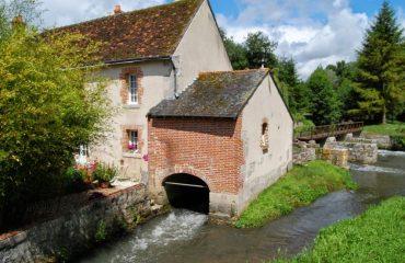 000852_france_loire_House-on-the-river-g.jpg