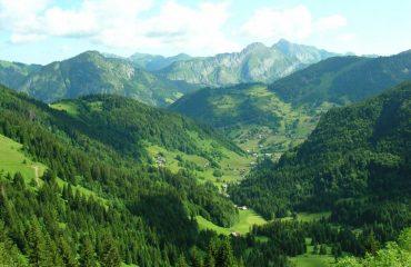 000151_france_pyrenees_Mountain-range-g.jpg