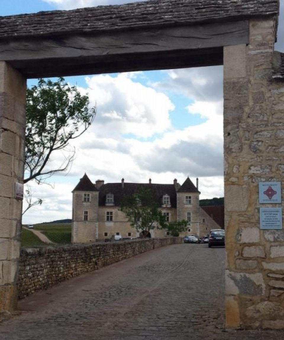 france_burgundy_clos-de-vougeot_1.jpg