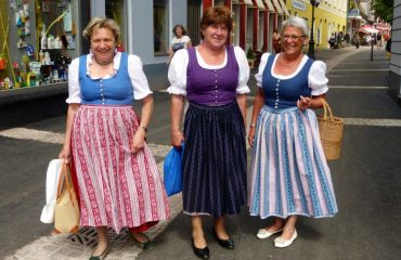 0006f2_austria_salzburg_Traditional-dress-g.jpg