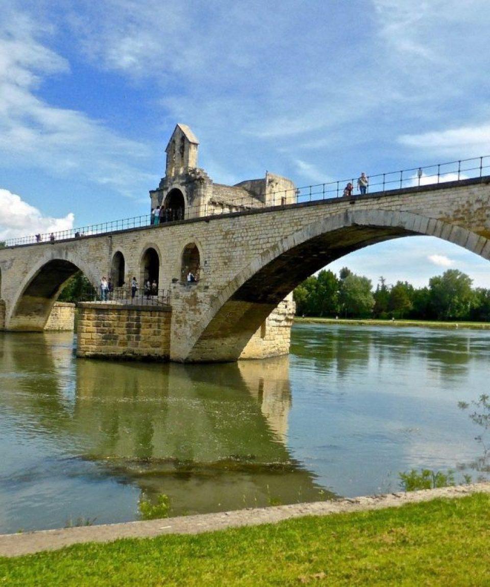 france/provence/001bb6/Pont-De-Avignon--g.jpg