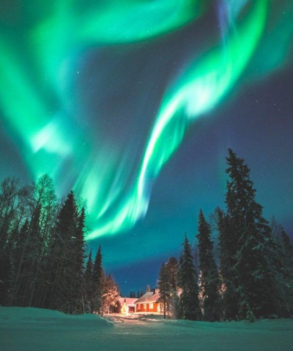 finland/finland-ski/001c25/Northern-Lights-over-g.jpg