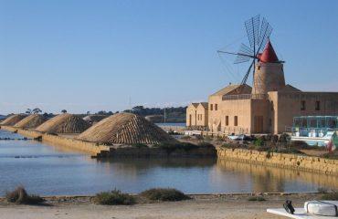 0005ec_italy_sicily_windmill-at-the-salt-g.jpg