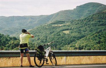 spain/any/001e49/Cyclist-taking-photo-g.jpg