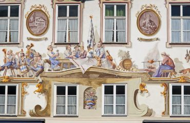 frescoes_in_oberammergau_-_zvd.jpg