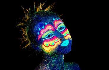 zap_ultraviolet_make-up.jpg