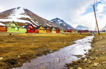 zvz_colourful_wooden_houses_at_longyearbyen.jpg