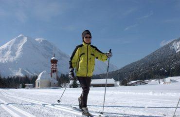 k07ls_austria_woman-enjoying-snow-.jpg